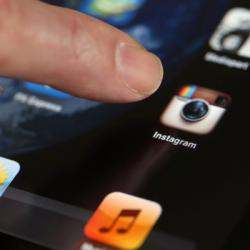 Instagram Kendi Kendine Başkalarını Takip Ediyor